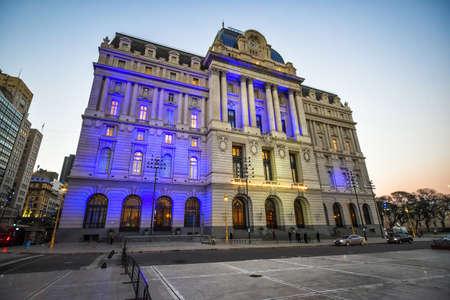 ブエノスアイレス, アルゼンチン - 2016 年 9 月 19 日: 夕方ネストル キルヒナー文化センターの新古典主義の正面。
