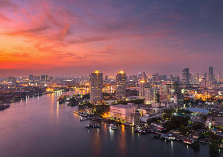 Chao phraya river sunset 免版税图像 - 40695831