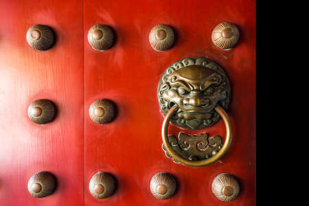 relic: Old chinese door Buddha Tooth Relic Temple and Museum Stock Photo