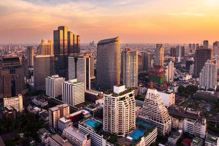 zonlicht bangkok skyline van de stad