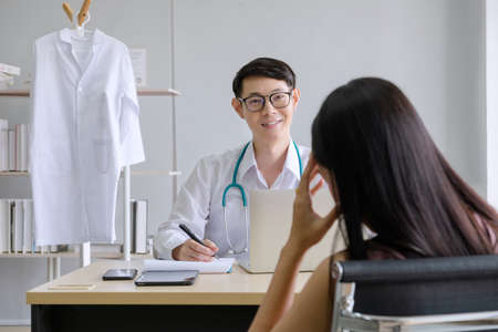 mental people concept. The young doctor's psychologist is working on a notebook See reports of female mental patients at work 免版税图像 - 150289692