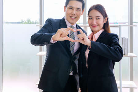 Heart from the hand of couples, Concept couple business people, handsome businessman Confident and employees Beautiful office woman at financial company's project. professional teamwork. 免版税图像 - 155501277
