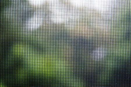 배경 창에 모기 와이어 화면 질감