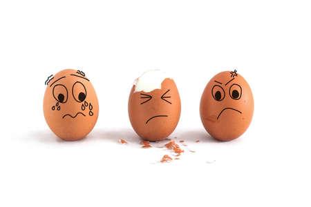 귀여운 얼굴을 가진 세 개의 달걀 흰 배경에 고립 스톡 콘텐츠