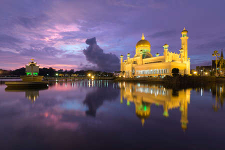 pry: Sultan Omar Ali Saifuddien Mosque is an Islamic mosque located in Bandar Seri Begawan, the capital of the Sultanate of Brunei. Considered as one of the most beautiful mosques in the Asia Pacific, it is a place of worship for the Muslim community, a major