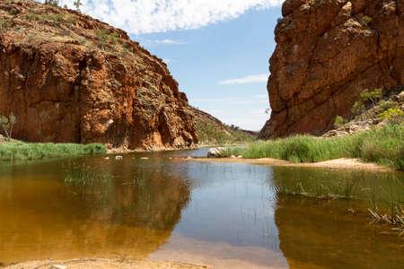 オーストラリア北部誕生に位置するアリス ・ スプリングスから撮影しました。これはオーストラリアの乾燥地帯です。アボリジニーの滞在の多くがあります。 写真素材 - 39932512
