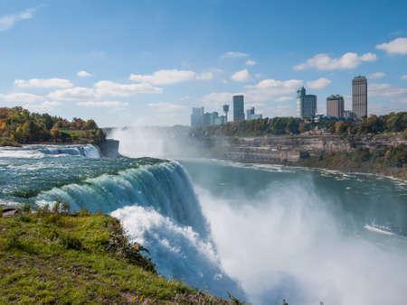 Niagara Falls en otoño, EE.UU. Foto de archivo