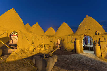 Harran, This photo was shot from Harran city in Turykey. The beehive house is the traditional house. Imagens - 42335361
