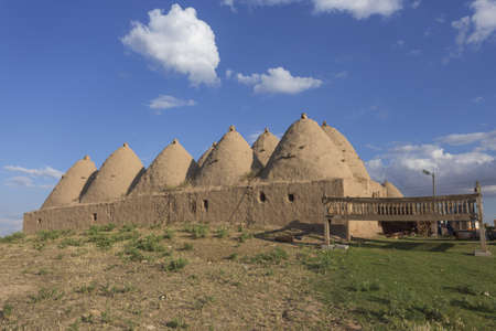 Harran, This photo was shot from Harran city in Turykey. The beehive house is the traditional house. Imagens - 42349020