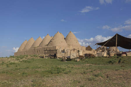 Harran, This photo was shot from Harran city in Turykey. The beehive house is the traditional house. Imagens - 42913957