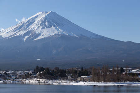 This photo was shot from Kawaguchigo Lake which is the biggest lake near by Mt.Fuji. The snow falls in winter and makes this area cover by the beutiful white color.Mount Fuji Fujisan is with 3776 mete 스톡 콘텐츠