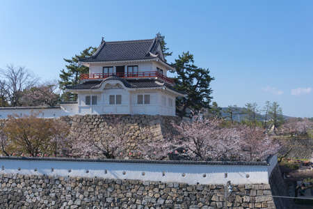 Fukuyama Castle is a castle on a low hill right across Fukuyama Station. It was originally constructed in 1622. It was one of the last ones to be completed in the Edo Period, and was used as a base to 報道画像