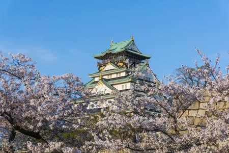 Die Burg von Osaka ist eines der berühmtesten Wahrzeichen Japans, als sie ursprünglich in den 1580er Jahren erbaut wurde. Diese Burg verfügt über eine Aussichtsplattform mit Stadtblick und ein Geschichtsmuseum.