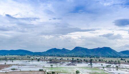 precipitacion: Los campos en la temporada de lluvias se produce la precipitación en forma de lluvia, los agricultores pueden hacer juntos.