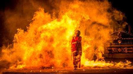 Walk the fire Of firefighters