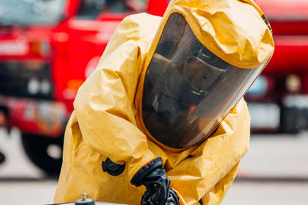 Firefighter training protect Chemical leak From the tank Archivio Fotografico