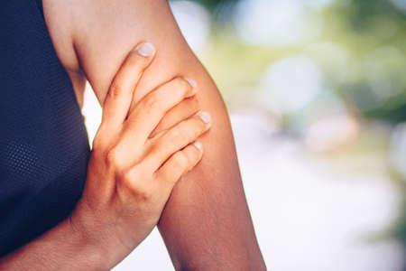 Douleurs et blessures au bras. Soins de santé et concept médical.