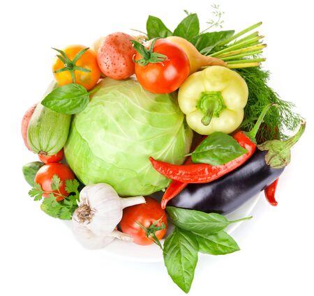 Gemüse-Pfeffer-Zucchini-Knoblauch-Grün auf weißem Hintergrund