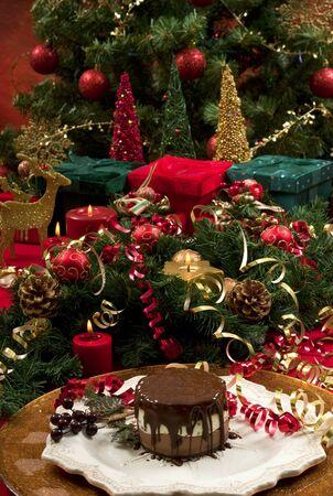Christmas tree toys New Year bumps presents cake cake Standard-Bild - 130139418