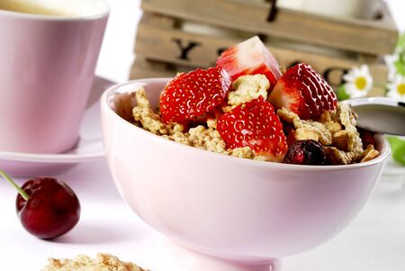 Porridge oatmeal berries strawberry bowl bed white table . Imagens