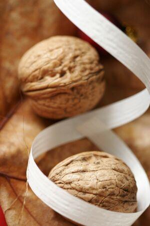 Walnuts and ribbon close up. 免版税图像