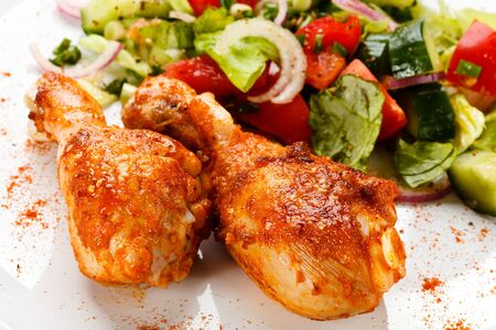 Meal dinner dinner lunch chicken shin salad on white background . Imagens