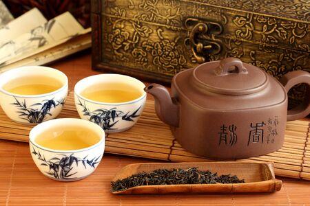 Tea green teapot leaf cup casket . Standard-Bild