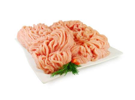 Rauw vlees. Vers Gehakt Kip op een bord geïsoleerd. Stockfoto