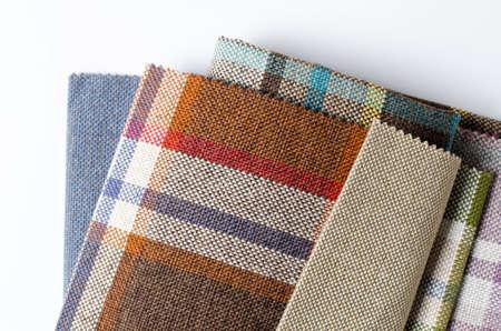 Collection lumineuse d'échantillons de textiles de jute colorés. Fond de texture de tissu Banque d'images