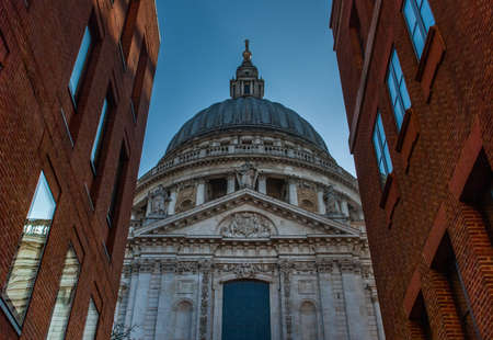 St Paul's Cathedral in a view that looks through the orange brick building Modern in london Imagens