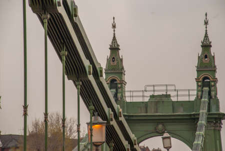 The steel structure of the Hammersmith Bridge in west London. The first suspension bridge over the River Thames from Hammersmith to Barnes Banco de Imagens
