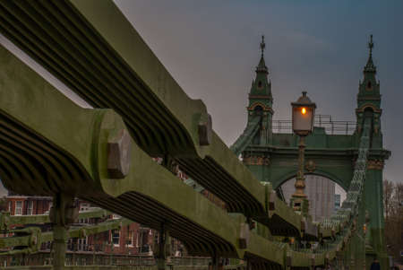 The steel structure of the Hammersmith Bridge in west London. The first suspension bridge over the River Thames from Hammersmith to Barnes Imagens