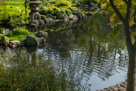 Japanese garden decorated with Japanese stone lanterns, flowers and stone floors Beautiful and calm. Stok Fotoğraf