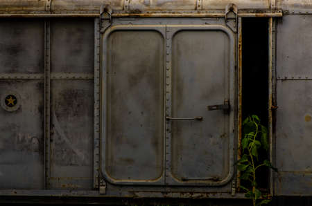 Vintage railroad container doors without rusty and old color at station, Door of old railroad bogie. Banque d'images - 137889903