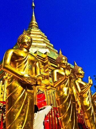 dagoba: Buddha statue