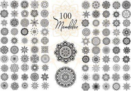 만다라와 장식 라운드 세트. 벡터의 기하학적 인 원형 요소입니다. 아랍어 디자인, 생일 및 기타 휴일, 만화경, 메달, 요가, 인도, 다른 종류의를위한 완 일러스트