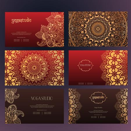 Zestaw wizytówki i karty zaproszenie szablonów z koronki ornament. Centrum Jogi. Indian, islam, arabski, Pufy motywy. Zabytkowe elementy projektu, lub zapisać datę ręcznie rysowane tła. Ilustracja