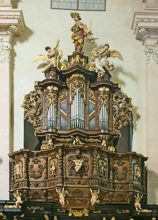 fuga: little baroque organ