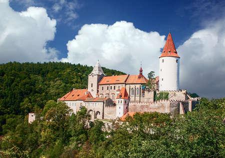 Tschechische Republik - Blick auf das Schloss Krivoklat Standard-Bild - 54012259
