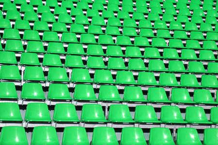 sports venue: Verde esca�os en un Lugar de Deportes, sin la gente