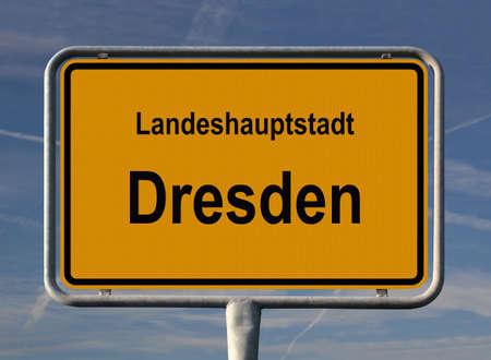 ortseingangsschild: Allgemeine Stadt Eintrag Zeichen von Dresden, Hauptstadt von Sachsen (Sachsen) im Osten Deutschlands