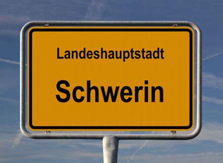 ortseingangsschild: Allgemeine Stadt Eintrag Zeichen von Schwerin, Hauptstadt von Mecklenburg-Vorpommern in Deutschland