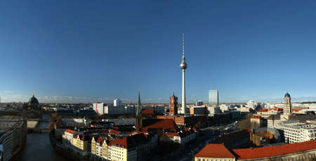 macht: Berlin, district Mitte, with the the red town hall, the television tower (Alexanderplatz) and Nikolaikirche - view from south to north