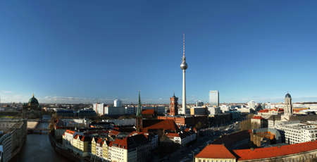 macht: Berlin, district Mitte, with the the &quot,red&quot, town hall, the television tower (Alexanderplatz) and Nikolaikirche - view from south to north