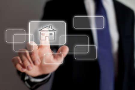 Immobilien online Standard-Bild - 21649211