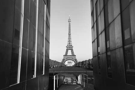 la tour eiffel: vintage view of Paris, postcard