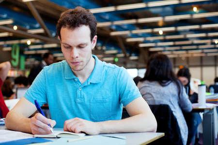 idiomas: estudiante en la universidad