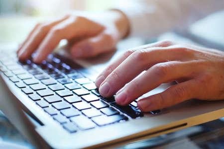 using the computer: el uso de Internet, red social