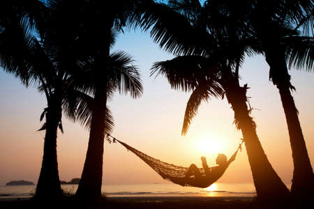hamaca: Rel�jate en la playa Foto de archivo