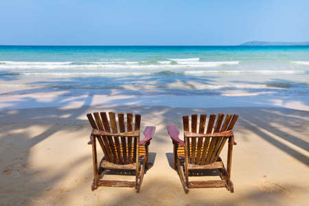 chaise longue: beach chairs